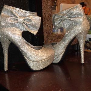 Sliver Glittery Bow Heels
